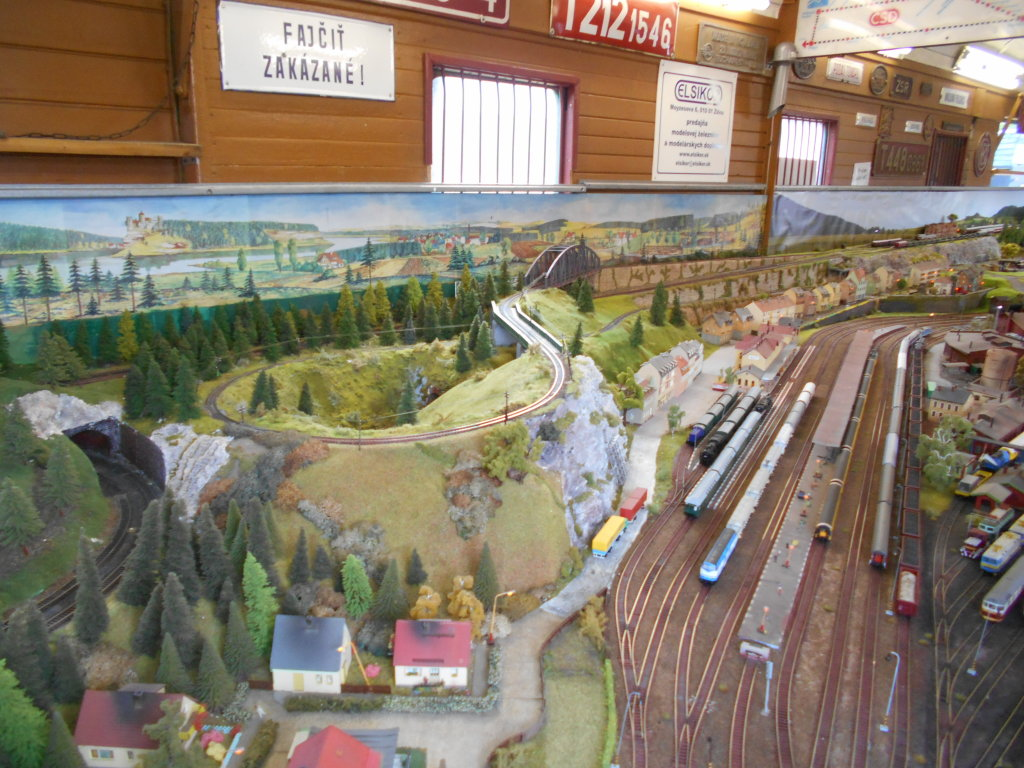 tt scale train station