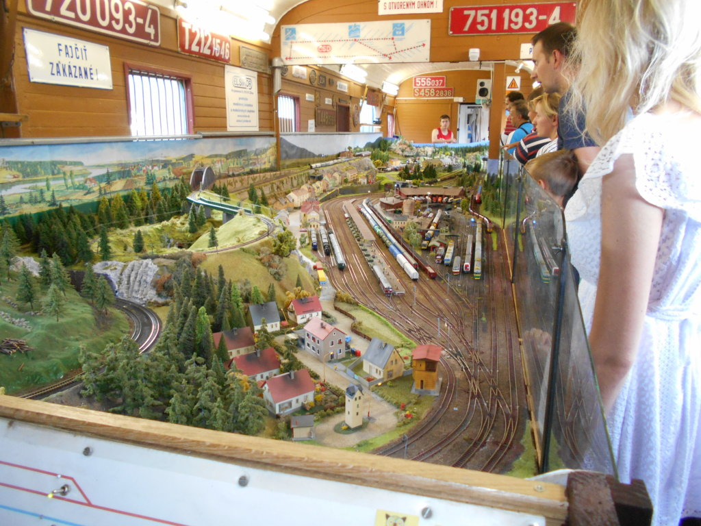 tt scale train layout
