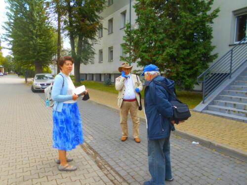 Katarzyna Swiatek, Marian Jureczko, Taduesz Dambrowski at Administration building.
